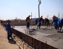 разравнивание слоя бетона